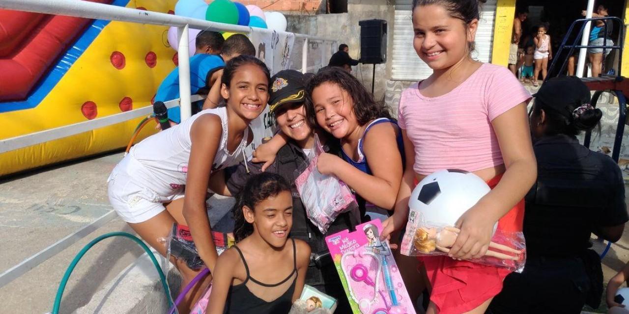 Após campanha, mais de 800 crianças recebem brinquedos e roupas